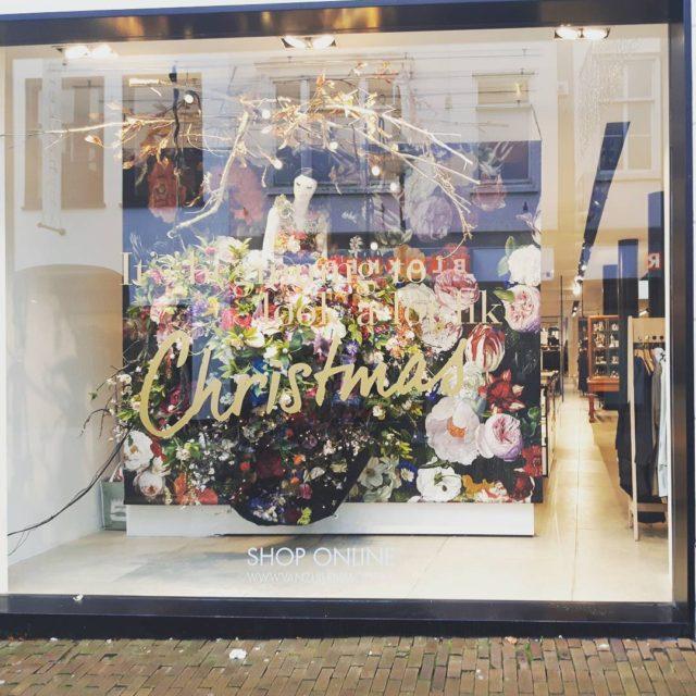 I like mooie etalages  Christmas bij Van Zuilen vanzuilenmodehellip